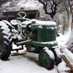 Primer tractor naftero usado en la finca